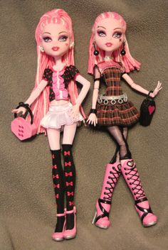 Both of these dolls were made from basic Draculuara. These twins are typical good and evil. Sugar is sweet and kind to everyone. Sugar and Spice Ghoul Monster High Crafts, Monster High Art, Custom Monster High Dolls, Monster Dolls, Bratz Doll, Ooak Dolls, Art Dolls, Barbie Dolls, Custom Barbie