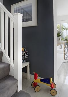 Grey White Design Ideas, Pictures, Remodel and Decor Black Painted Walls, Navy Blue Walls, Black Walls, Grey And White Hallway, Charcoal Walls, Living Room Redo, Grey Room, Wall Colors, Paint Colours