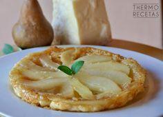 Original tarta tatin de quesos fuertes y pera, ideal para cualquier celebración porque es fácil de preparar y tiene un sabor sorprendente.
