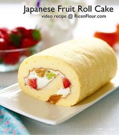 Japanese fruit roll cake - Soft, fluffy, tender and no-crack guaranteed. Recipe with video Sponge Cake Roll Recipe, Fruit Sponge Cake, Cake Roll Recipes, Sponge Cake Recipes, Dessert Recipes, Asian Sponge Cake Recipe, Japanese Sponge Cake Recipe, Sushi Recipes, Food Cakes