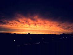 Solche wunderschönen Sonnenuntergänge kann man in Wien sehen! Toll oder? :-) Celestial, Sunset, Outdoor, Places, Viajes, Nice Asses, Outdoors, Sunsets, Outdoor Games