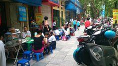 Desayunando antes de entrar al colegio,Hanoi,2014