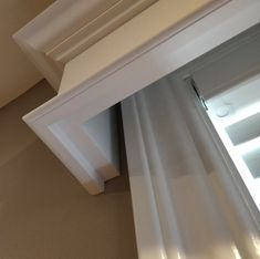 Kitchen window trim cornice boards Ideas for 2019 Window Cornices, Window Coverings, Window Moldings, Wood Valances For Windows, Windows Decor, Sash Windows, Moldings And Trim, Crown Molding, Moulding