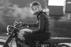 New Motorcycle Riding Jacket, Pants, and More Combine Style with Function Motorcycle Riding Gear, Motorbike Girl, Bobber Motorcycle, Motorcycle Style, Motorcycle Jacket, Riding Bikes, Cafe Racer Girl, Custom Cafe Racer, Cafe Racer Build