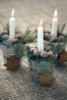 Homemade table decorations: 55 festive table decoration ideas - Christmas table decoration made of natural materials Informations About Weihnachtliche Tischdeko sel - Christmas Makes, Noel Christmas, Country Christmas, Winter Christmas, Hygge Christmas, Simple Christmas, Christmas Table Decorations, Christmas Candles, Decoration Table