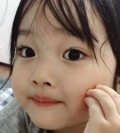 Prin, age The age she was when their mother died. Cute Asian Babies, Korean Babies, Asian Kids, Cute Babies, Cute Little Baby, Little Babies, Cute Baby Meme, Kids Girls, Kids