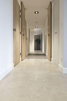 Gevlinderde woonbeton vloer in bad- en slaapkamer :: Obly
