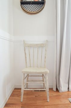Testing out Rust-Oleum Aged Glaze - Sarah Joy Painted Wooden Chairs, Old Wooden Chairs, Wooden Dining Room Chairs, Living Room Chairs, Wooden Chair Makeover, Furniture Makeover, Chair Repair, Chair Design Wooden, Diy Chair