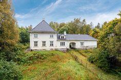 Wergelandshaugen, Eidsvollbakken 33, 2080 Eidsvoll, Norway - Oppført 1921. Bolig for sorenskriveren i Eidsvoll 1928-1976.