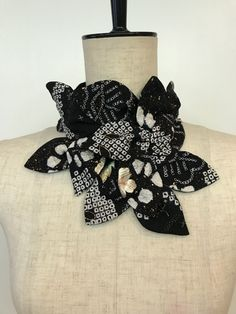 画像2つ目 総絞りのシンプルすぎる着物ドレスの記事より Japanese Textiles, Japanese Kimono, Denim Ideas, Kimono Fabric, Scarf Jewelry, Couture, Vintage Japanese, Spice Things Up, Upcycle