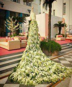 New urban gardening info. Outdoor Wedding Decorations, Stage Decorations, Flower Decorations, Decor Wedding, Deco Floral, Arte Floral, Peacock Wedding, Wedding Flowers, Wedding Table Deco