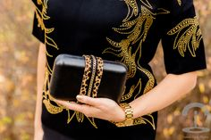 DIY Clutch con Cadena y Leopardo Crimenes de la Moda - Christmas clutch - animal print - studds - black & gold top Charmé Closet