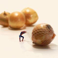 Fotografias en miniatura de Tatsuya Tanaka. La fuerza de Spiderman