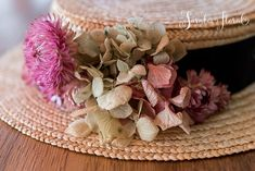 sarabiafloral.com wp-content uploads 2015 10 08-canotier-de-flores-para-bodas-sombrero-flores-evento-B.jpg
