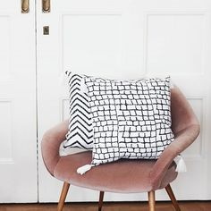 Tikau and Friends ( Friends Instagram, Cushion Covers, Home Deco, Cushions, Throw Pillows, Photo And Video, Decoration, Bed, Interior