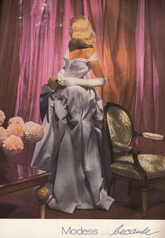 Dekoration Advertising Art Chrysanthemum Collectible Deal DECO Flower Gown hot Magazine Print Vintage wall white WomanHot Deal Vintage Ad Art Deco Magazine Print Advertising Chrysanthemum Flower and Woman In White Gown Wall Art Collectible Mode Vintage, Vintage Art, Vintage Woman, Art Deco, 1940s Fashion, Vintage Fashion, Edwardian Fashion, Vogue Fashion, Fashion Shoot