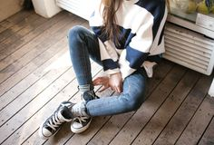 stripes sweater and converse