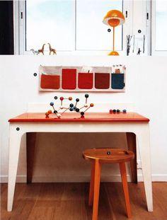 Une bulle en bois ( Mommo Design )    Où travaillent vos enfants et beaux-enfants ?  Dans le salon au  milieu du bruit ? A la cuisine e...