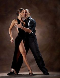 Ballroom dancing is fun and allows you to socialize. However, to get things started, you need to start with basic ballroom dance steps. Ballroom Dance Dresses, Ballroom Dancing, Shall We Dance, Just Dance, Tango Dancers, Dance Movement, Argentine Tango, Dance Poses, Dance Pictures
