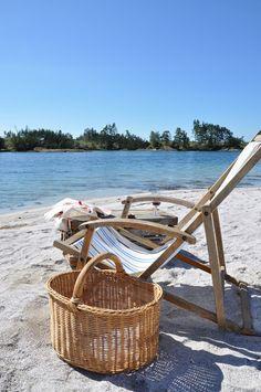 Going to the beach Scandinavian style... Husmannsplassen i Hidlesundet