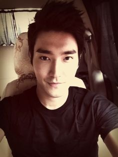 A selca from Siwon's Twitter :3