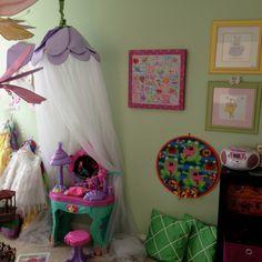 Girls playroom, i like the canopy