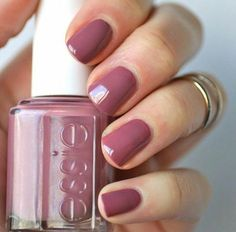 This is a great summer to fall transitional color Essie Mauves : Island Hopping . - This is a great summer to fall transitional color Essie Mauves : Island Hopping Nagellack Design, Uv Gel Nagellack, Cute Nails, Pretty Nails, Hair And Nails, My Nails, Pink Nails, Matte Pink, Manicure Y Pedicure