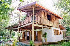 บ้านครึ่งปูนครึ่งไม้สไตล์ชนบท หลังคาทรงปีกนก เรียบง่าย ดั้งเดิม และอบอุ่น | NaiBann.com