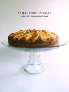 Beautiful cake to celebrate the fall season with a Norwegian flair: Cardamom Apple Cake {Kardemommen Eplekake}.  #norwegianfood # eplekake #apples