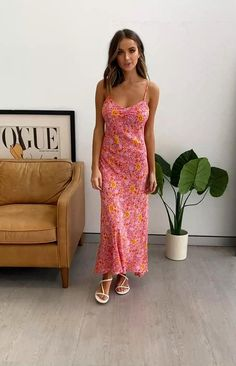 Pretty Dresses, Sexy Dresses, Shorts Jeans, Frocks For Girls, Model Outfits, Moda Plus Size, Gold Accessories, White Sandals, Moda Fitness
