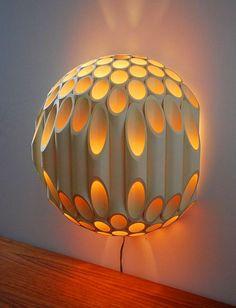 Sen git yapı marketlerden yüzlerce liraya lamba satın al... Şunun güzelliğine bak Allah için.