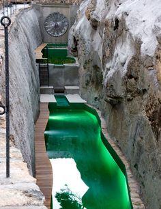 Casi cualquier espacio puede albergar una pequeña sostenible, como se demuestra en la imagen. Piscina naturalizada también con el sistema TeichMeisterm, que ya está instalado en más de 1.000 proyectos como este realizado en la Sierra de Madrid.