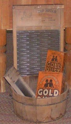 **Gold Dust washing powder, wash bucket and scrub board** Clothes Line, Washing Clothes, Primitive Laundry Rooms, Old Washboards, Objets Antiques, Primitive Antiques, Primitive Decor, Wash Tubs, Vintage Laundry