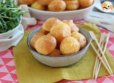 A crunchy and fluffy puff that tastes like cheese. by PetitChef_Official No Cook Appetizers, Appetizer Recipes, Snack Recipes, Boricua Recipes, Cheese Puffs, Grated Cheese, 20 Min, Vegetarian Cheese, Tray Bakes