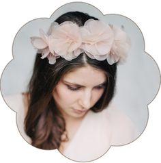 Blüte Haarreif in Pastelltönen aus feinster Seiden-Organza für Hochzeiten, Standesamt. Boho, Bohemian Stil Haarschmuck.
