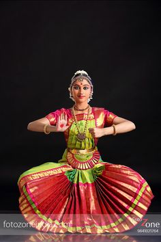 FotoZone - Experienced Bhratanatyam and Classical Dance Photographer, has closely worked with almost all leading Classical Dance Teachers in India. Indian Bridal Sarees, Indian Classical Dance, Dance Paintings, Indian Folk Art, Dance Poses, Girl Photo Poses, Dance Pictures, Dance Art, Girl Dancing