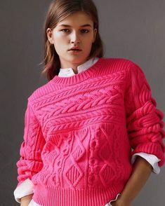 Burberry #knit #knitting #knitted #knitwear #knitstagram #knitstyle #knittinglife #knittinglove #knittinginspiration #inspiration #mezgimas #вязание #вязанаямода #вязаныйстиль #вязаниеспицами #модноевязание #стильноевязание #свитер #кардиганспицами #вяжутнетолькобабушки