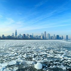 we got dremy fog pretty much the entire day - though it was cold but glad to see some sunshone :) #AdlerPlanetarium #SkylineWalk #Cold #FrozenLake #Chicago #Crazy #Windy #Lakeshore #LakeMichigan #Evening #Winter2017 #December2016 #HappySunday #HappyWeekend