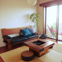 4LDKで、家族の、部屋全体/WTW/和モダン/囲炉裏についてのインテリア実例。 「ソファーはこだわりま...」 (2015-05-31 10:32:09に共有されました) Irori, Japanese Tea House, Japanese Interior Design, Zaha Hadid, Living Room Inspiration, Home Furnishings, Wabi Sabi, Home Furniture, Home Goods