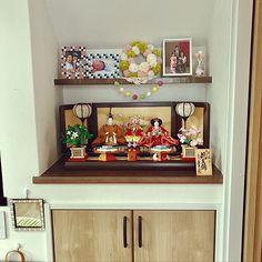 4LDKで、家族の、棚/羊毛フェルト/ポンポンリース/ダイソー/家族の写真コーナー/階段下のスペースについてのインテリア実例。 「お雛様出しました。 ...」 (2018-02-16 18:27:38に共有されました) Decorative Boxes, Frame, Home Decor, Picture Frame, Decoration Home, Room Decor, Frames, Home Interior Design, Decorative Storage Boxes