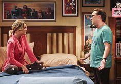 Kaley Cuoco und Johnny Galecki bieten tiefe Einblicke im Stil von 50 Shades Of Grey! Hier zeigen wir euch ein pikantes Backstage-Foto der The Big Bang Theory-Stars! TBBT: Penny und Leonard im SM-Look am Set ➠ https://www.film.tv/go/35736  #tbbt #KaleyCuoco #JohnnyGalecki