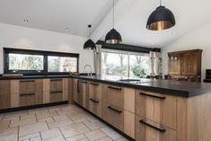 Stoere keuken van eikenhouten planken
