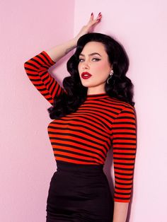 This is the ultimate vintage inspired striped sleeved top for the modern Bad Girl! Made of a custom heavy yet soft knitted striped cotton/poly/spandex. Rockabilly Vintage, Rockabilly Pin Up, Rockabilly Fashion, Retro Fashion, Modern Vintage Fashion, Rockabilly Dresses, Punk Fashion, Lolita Fashion, Fashion Boots