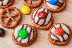 pretzel hugs, christmas treat, gift for teacher, neighbor