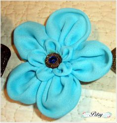 Broche flor tela.  www.petry.es