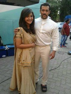 Salman Khan was snapped on the sets of Rajshri Productions' next, Prem Ratan Dhan Payo. The actor was seen sporting a french beard which seems to be . Bollywood Actress Hot, Indian Bollywood, Bollywood Actors, Bollywood Celebrities, Stylish Girls Photos, Girl Photos, Teen Actresses, Indian Actresses, Prem Ratan Dhan Payo