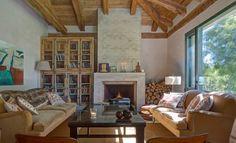 Librería hecha con antiguas ventanas a medida para el Hotel Finca Fuente Techada en Sotosalbos, Segovia.