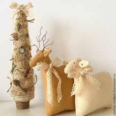 Олень, овечка и елка