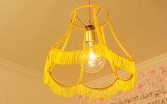 Chris Campos, criativa do 'Decora', faz uma luminária linda, charmosa e super fácil. Veja o passo a passo.