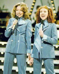 Lena Zavaroni and Bonnie Langford. I was a huge fan of Lena and watched with sadness as her young life succumbed to Anorexia Nervosa. 1970s Childhood, My Childhood Memories, Great Memories, Bonnie Langford, Scary Clowns, Kids Tv, Vintage Tv, My Memory, The Good Old Days